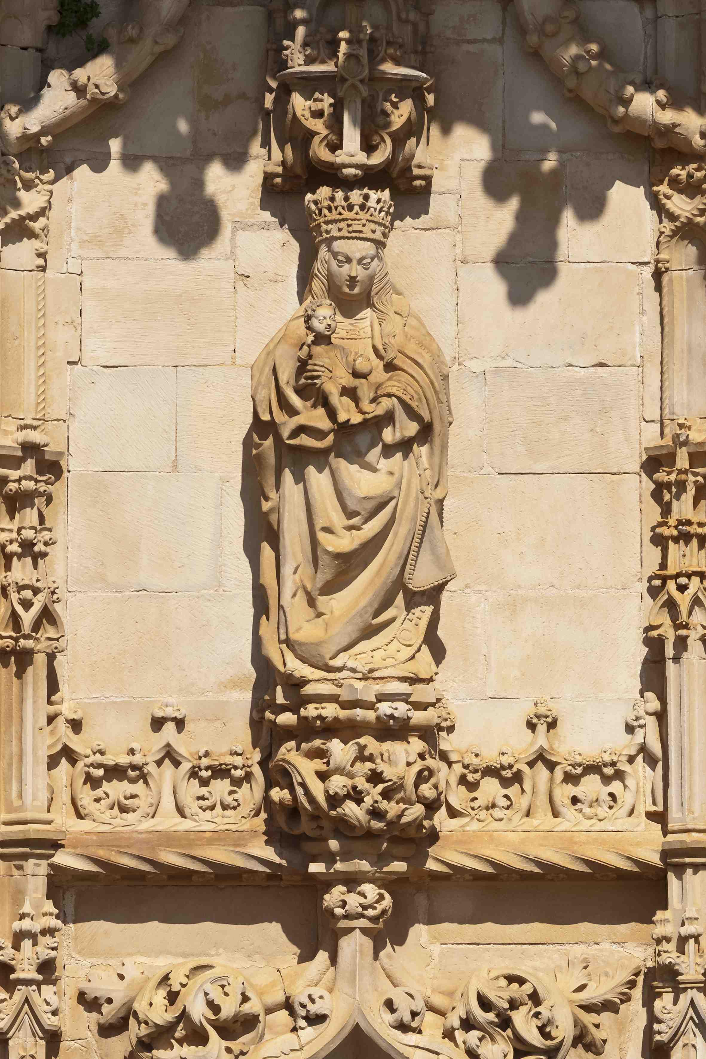 Virgem com o menino. Portal Sul da Igreja do Convento de Cristo