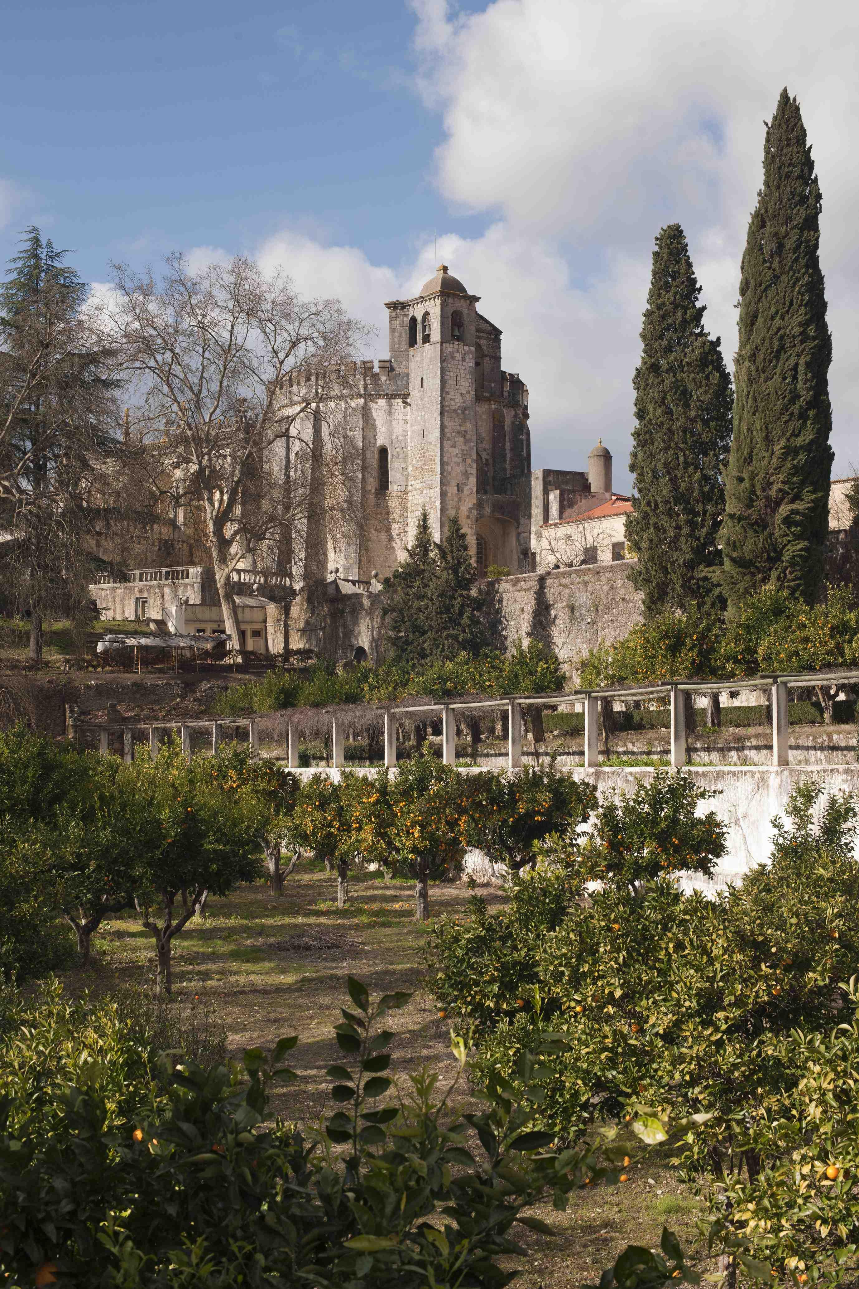 Laranjais ou Pomares de Espinho, nos quais subsistem testemunhos da antiga Vila de Dentro.